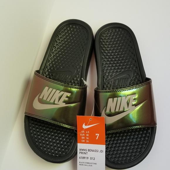 brillante Porcentaje Evaluación  Nike Shoes | New Nike Benassi Metallic Slides Green Black 7 | Poshmark